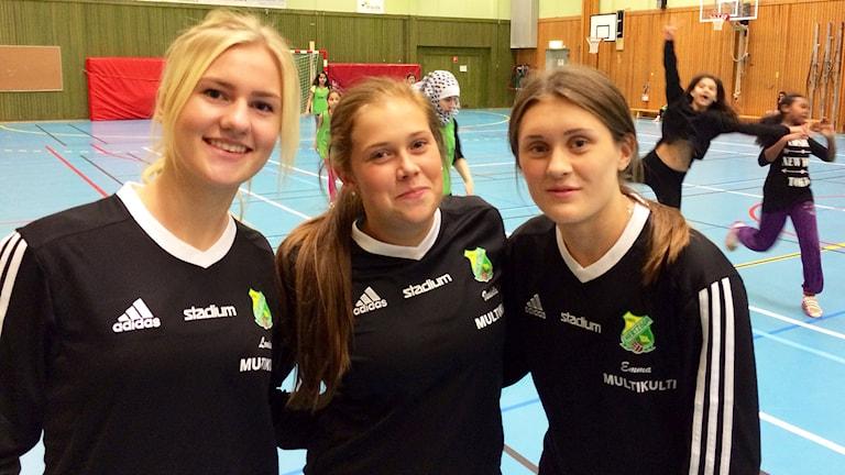 Isabelle Johansson, Louise Johansson och Emma Scherrible. Foto: Annika Ström/Sveriges Radio.
