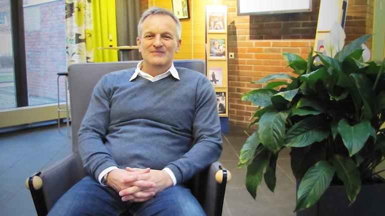 Peter Ohlander  är biträdande barn- och utbildningschef i Forshaga. Foto: Lisa Linder Lindberg, Sveriges Radio.