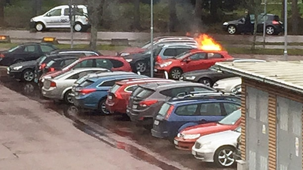 En bilbrand. Foto: Johan Öfverberg.