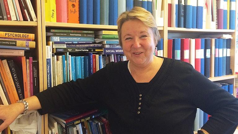 Åse-Britt Falch är lärare och programledare vid sociomutbildningen vid Karlstads universitet. Foto: Lisa Linder Lindberg / Sveriges Radio.