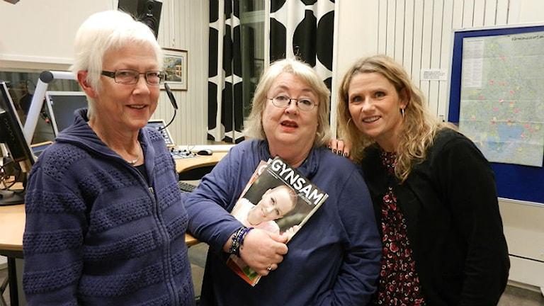 Maude Andersson, Birgit Olsson och Belinda Haraldsson i gyncancerföreningen Musslan. Foto: Hedvig Nilsson