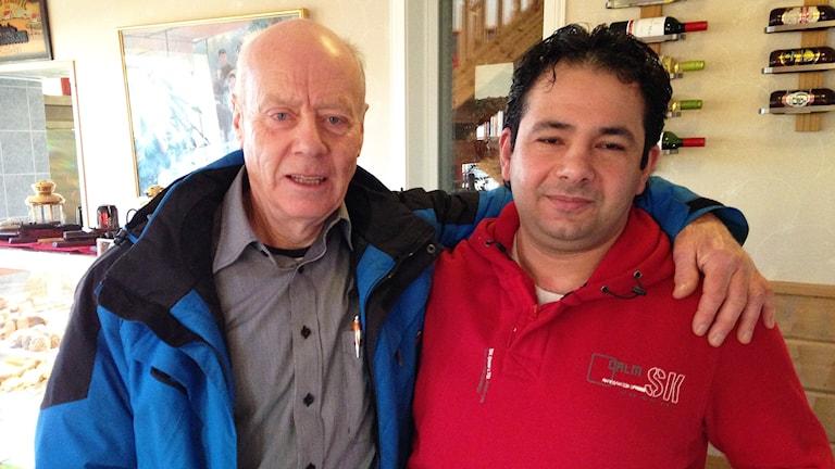 """Jan Fogelberg och Bashar """"Bosse"""" Almosawi. Foto: Robert Ojala/Sveriges Radio."""
