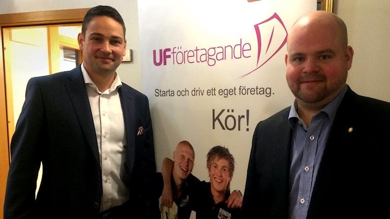 Henrik Degert Berg från Ung företagsamhet, och Peter Kullgren (KD). Foto: Sveriges Radio.