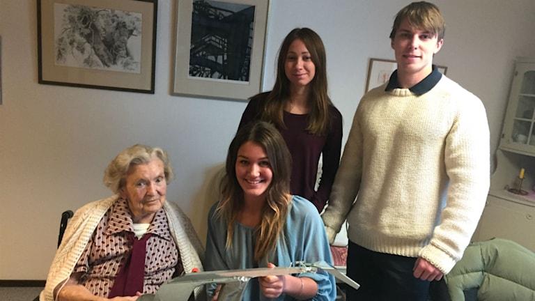 Lisa Gustavsson tillsammans med studenterna