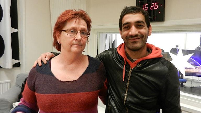 Agneta Andersson från gruppen Stöd för hemlösa och Remus från Rumänien. Foto: Hedvig Nilsson