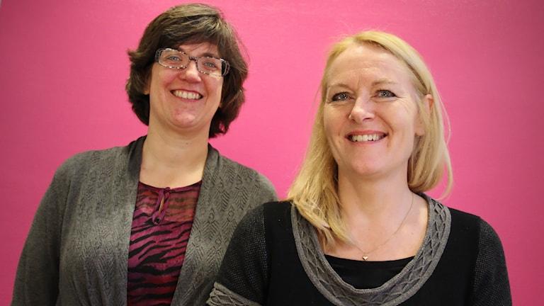 Andrea Nordgren, bibliotekarie, och Åsa Hansen, bibliotekschef. Foto: Lars-Gunnar Olsson/Sveriges Radio.