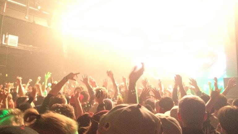 Många händer i luften under Snoop Doggs framträdande. Foto: Lisa Linder Lindberg / Sveriges Radio