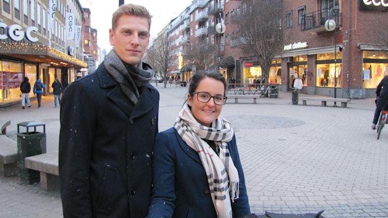 För Alexander Johansson och Angelica Jareke är januari en månad som alla andra. Alexander jobbar i Norge och fick lönen den 15:e. Foto: Joel Segerdahl/SR