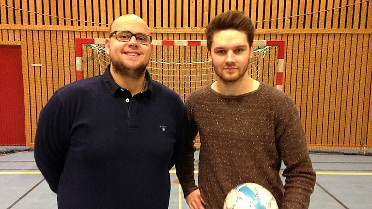 Kasim Cancarevic och Miralem Malic. Futsal. Foto: Robert Ojala/Sveriges Radio
