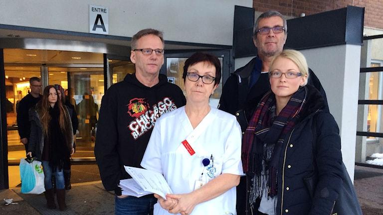 Ambulanssjuksköterskan Ove Nässén, akutchefen Anna-Lena Kjellgren, polisen Stefan Sund och folkhälsoutvecklaren Emma Ringström. Foto: Annika Ström/Sveriges Radio.