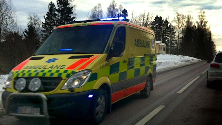 En av sju ambulanser på väg mot olcyksplatsenFoto: Lars-Gunnar Olsson