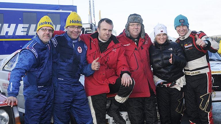 Fr v: treorna Arne Rådström/Tomas Nilsson, tvåorna Tom Axelsson/Krister Gull och segrarna Pernilla Solberg/Petter Solberg. Foto: Kaj Backman