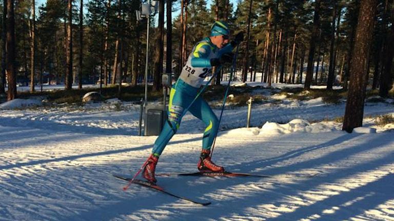 Oscar Persson åker skidor. Foto: SK Bore.