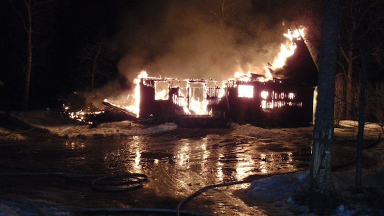 Brinnande hus. Foto: Bergslagens räddningstjänst.