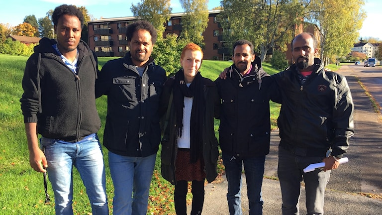 Fyra personer med statliga beredskapsjobb i Filipstad med sin lärare.