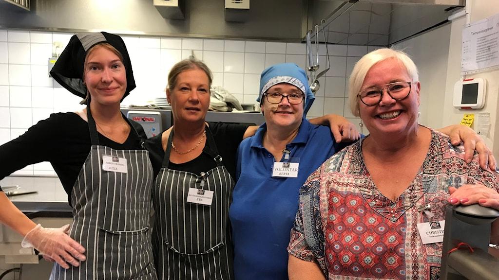 Fyra kvinnor i ett kök.