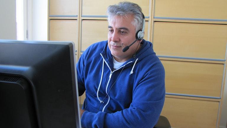 Rahim Esmailpoor arbetar som tolk och har uppdrag i hela Värmland. Foto: Albin Norén/Sveriges Radio