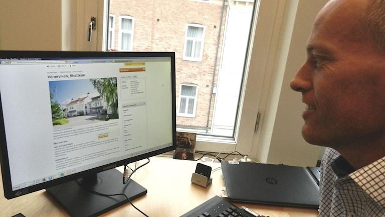 Mikael Lind beställarchef vård- och omsorgsförvaltningen  i Karlstads kommun. Foto Roy Malmborg Sveriges Radio.