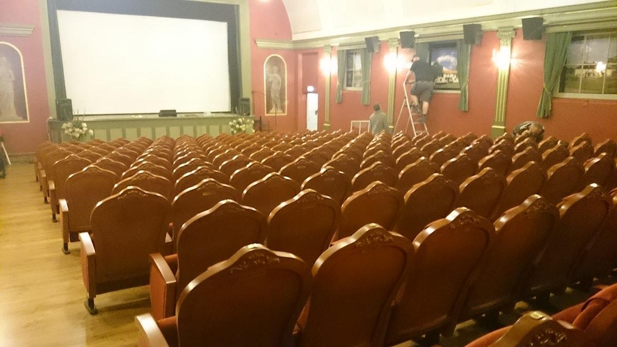 Hela teaterbiografen har renoverats grundligt från gol till tak. Foto: Lennart Nordenstein/Sveriges Radio.
