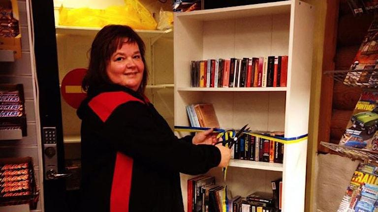 Monica Strandli, ansvarig för Vägkrogsbiblioteket i Väse. Foto: Robert Ojala/Sveriges Radio