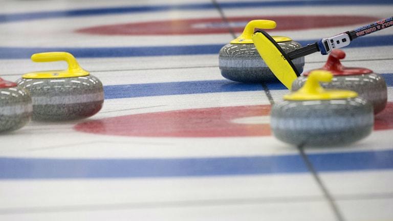 Curlingstenar i boet. Foto: Fredrik Sandberg/TT.