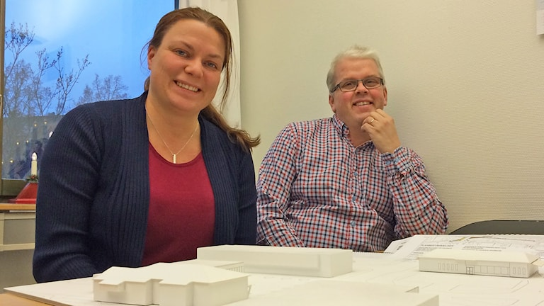 Samhällsplaneraren i Kil Mari Andersson och den tekniska chefen Jan Westerberg. Foto: Laila Carlsson/Sveriges Radio.