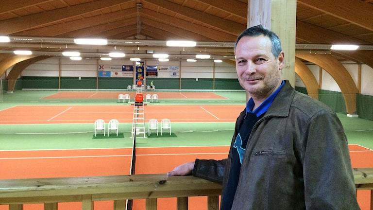 Per Rabitsch, ordförande Filipstads tennisklubb. Foto: Lars-Gunnar Olsson/Sveriges Radio.