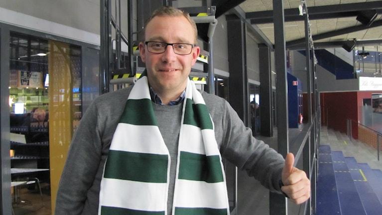 Johan Kemi, biljett och eventansvarig i Färjestad BK. Foto: Daniel Viklund / Sveriges Radio.