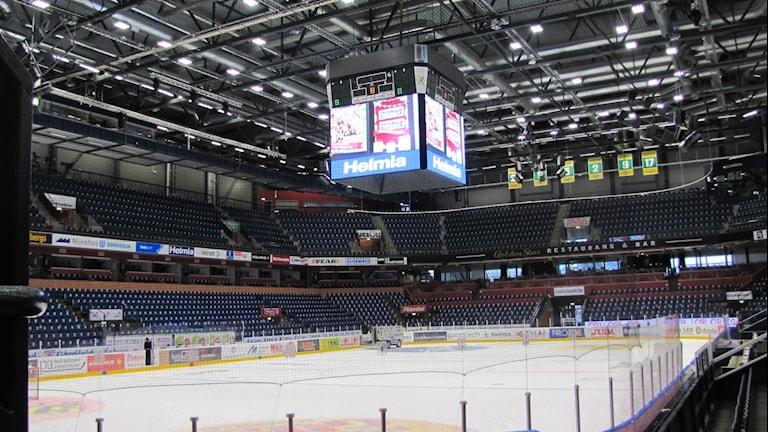 Det återstår att se ifall Färjestad lyckas fylla Löfbergs Arena under säsongen. Foto: Daniel Viklund / Sveriges Radio.