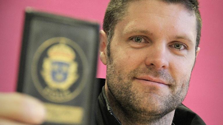 James Borg, polis och hovslagare. Foto: Lars-Gunnar Olsson/Sveriges Radio.