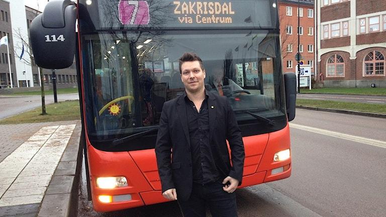 Robert Sahlberg, projektledare och affärsutvecklingsansvarig på Karlstadsbuss, tror på framtidens kollektivtrafik. Foto: Ylva Vesterlund/Sveriges Radio