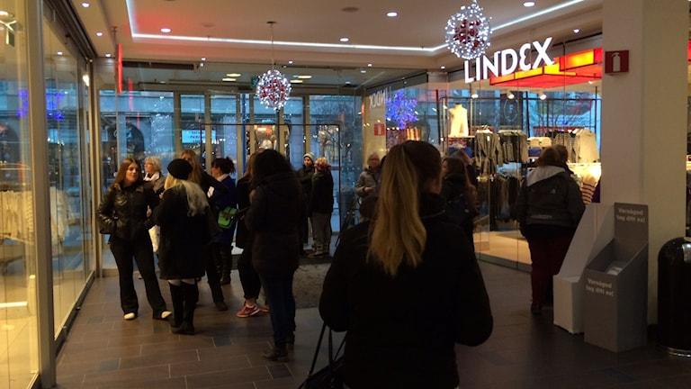 Några minuter innan mellandagsrean drar igång i 15-huset i Karlstad. Foto: Jenny Tibblin, Sveriges Radio.