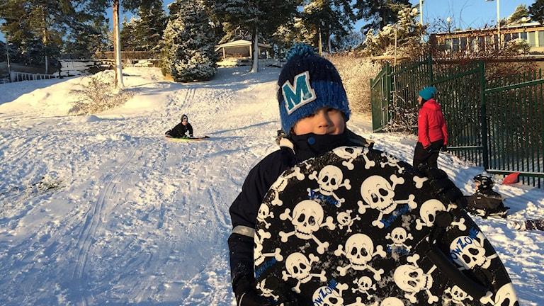 Wille med sin coola snowglider. Foto: Laila Carlsson/Sveriges Radio.