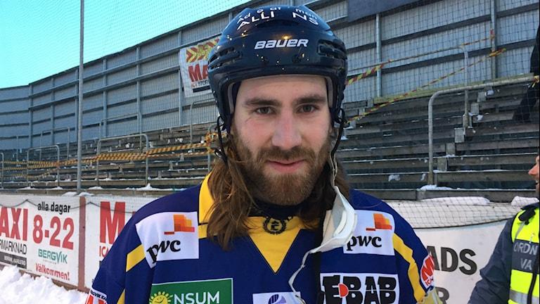 Lagkaptenen i IF Boltic Erik Wallman efter förlusten hemma mot Motala med 3-4. Foto: Daniel Viklund/Sveriges Radio.