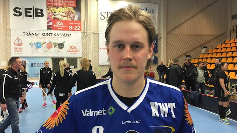 Tom Colling efter segern hemma mot Mullsjö AIS med 4-3. Foto: Daniel Viklund/Sveriges Radio.