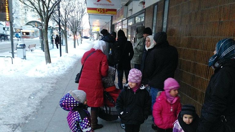 Kvinnor och barn på gata
