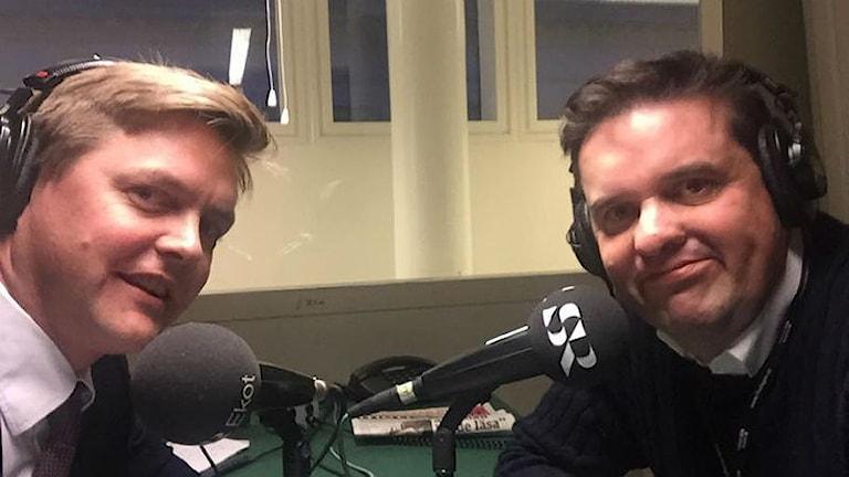 Riksdagsledamöterna Christian Holm Barenfeld (M) och Mikael Dahlqvist (S) debatterar migrationspolitiken