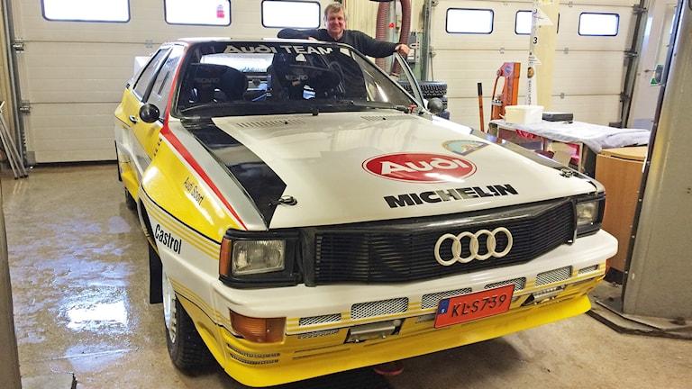 Mats Jonsson med sin Audi Quattro. Foto: Per Larsson/Sveriges Radio.
