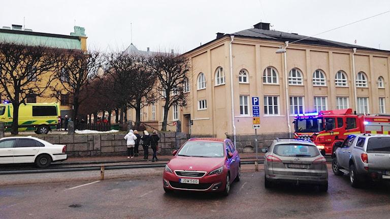 Vy mot Tingvallagymnasiet. Foto: Robert Ojala/Sveriges Radio.