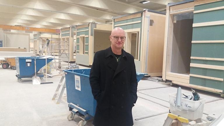 Jan Larsson säljchef på Moeleven Byggmodul i Torsby. Foto: Lennart Nordenstein/Sveriges Radio.
