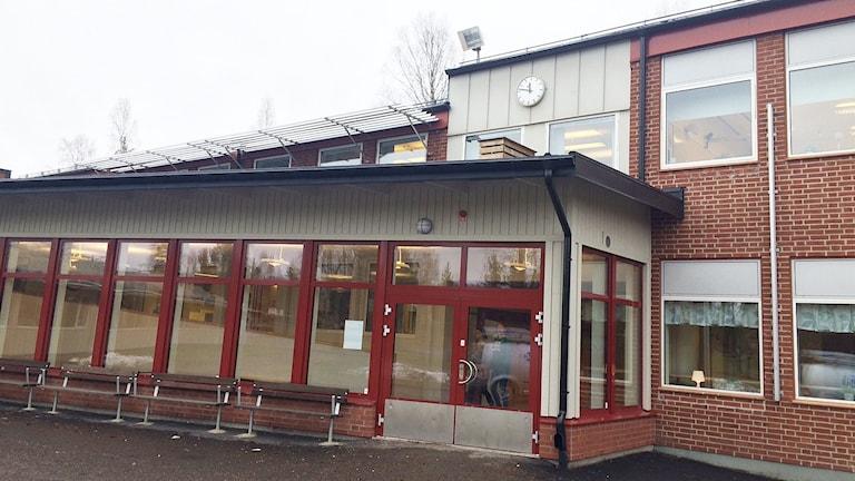Jättestenskolan i Grums. Foto: Jenny Tibblin/Sveriges Radio.