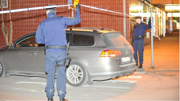 Poliser i närheten av brottsplatsen i Filipstad.