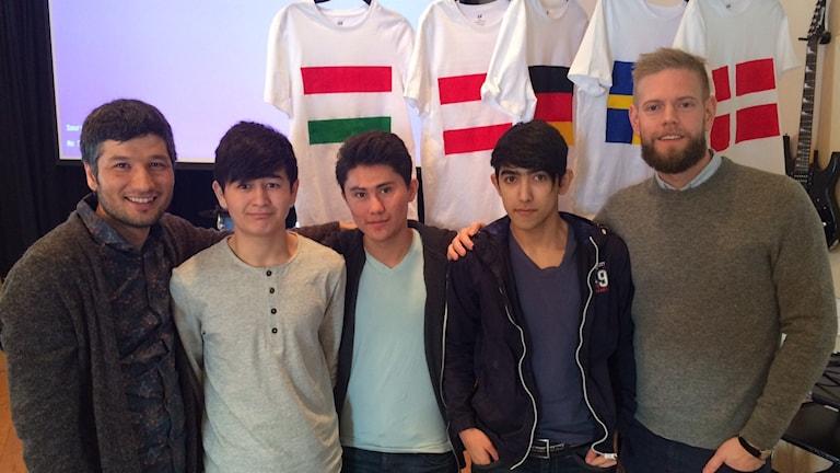 Fr h Mustafa Hashimi region Värmland, ungdomarna Sakhi Yakobi, Faridullah Afzali, Asad Nazary och Marcus Wikh enhetschef HVB Grums
