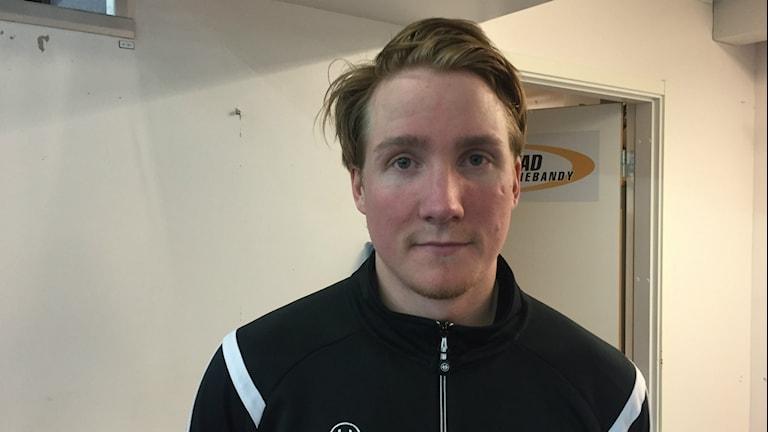 Lagkaptenen i Karlstad IBF Christian Persson var allt annat än nöjd efter förlustmatchen. Foto: Daniel Viklund/Sveriges Radio