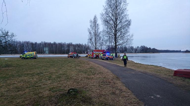 Räddningstjänsten ute på Orrholmen. Foto Frida Jansson Högberg/Sveriges Radio
