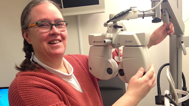 Maria Afolfsson Gustafsson, legitimerad optiker i Karlstad, menar att ungas syn påverkas av av för mycket skärmanvändande.
