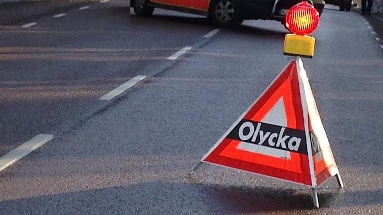 En skylt som markerar olycka. Foto: Jenny Norberg/Sveriges Radio.