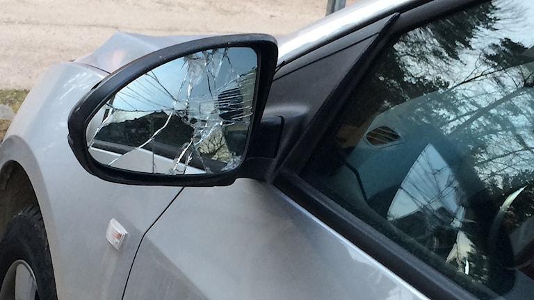En förare i Åre ska ha under färden ha blivit hotad och fått backspegeln sönderslagen med ett basebollträ.