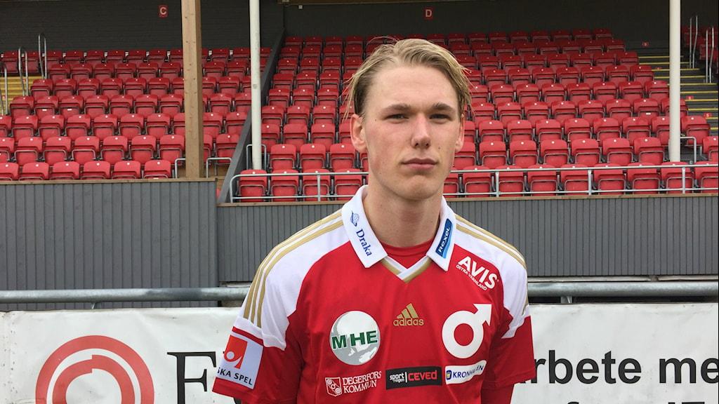 Hampus Zackrisson efter förlusten i premiären mot Atheltic FC United med 0-2. Foto: Daniel Viklund / Sveriges Radio.