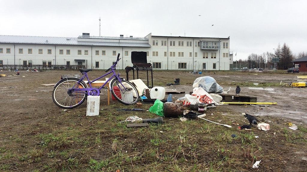 En tom plats med skräp. Foto: Annika Ström/Sveriges Radio.